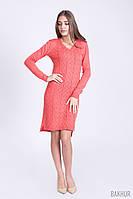 Трикотажное платье кораллового цвета с удлиненной спинкой