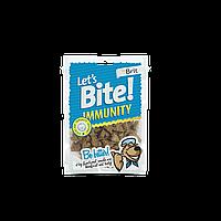 Лакомства Brit Let's Bite Immunity для собак жевательные с курицей, для улучшения иммунитета, 150 г