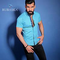 Яркая голубая рубашка