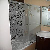 Шторка на ванну раздвижная с матовым рисунком