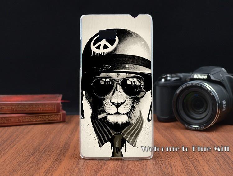 Чехол бампер силиконовый для HTC Desire 600 с рисунком лев в шлеме