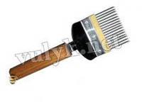 Вилка для распечатывания сот н/ж прямая игла деревянная ручка.