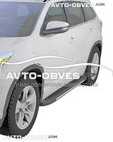 Подножки боковые площадки Toyota Highlander с окантовкой из нержавейки (стиль Elegant Black)