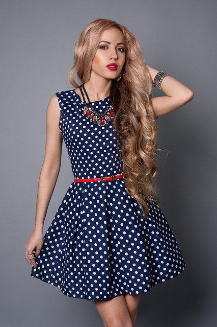 f5d0bd56e24 Короткое платье темно-синее в белый горошек