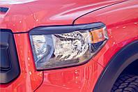 Накладки на передние фары (реснички) Toyota Tundra 2013+ г.в. (Тойота Тундра)