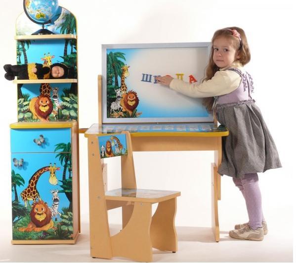 Комплект детской мебели Baby Elit стол с двухсторонним мольбертом, стул и этажерка Мадагаскар