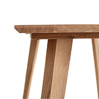 Столы из массива дуба на деревянной опоре