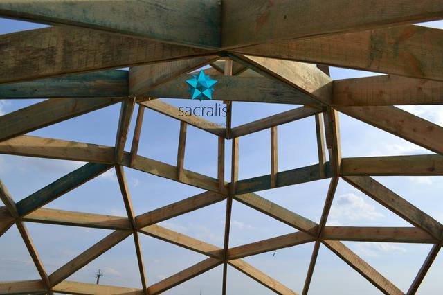 Без коннекторное соединение в купольном доме - это меньше затрат, отсутствие мостиков холода... Состояние на 31 марта 2017