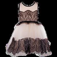 Элегантное платье нежного цвета с контрасным черным кружевом на лифе и юбке