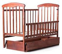 Кроватка Наталка с откидной боковиной, маятником и ящиком, ясень
