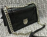 Модная сумка-клатч на цепочке лаковая цвет черный