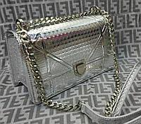 Модная сумка-клатч на цепочке цвет серебрянный
