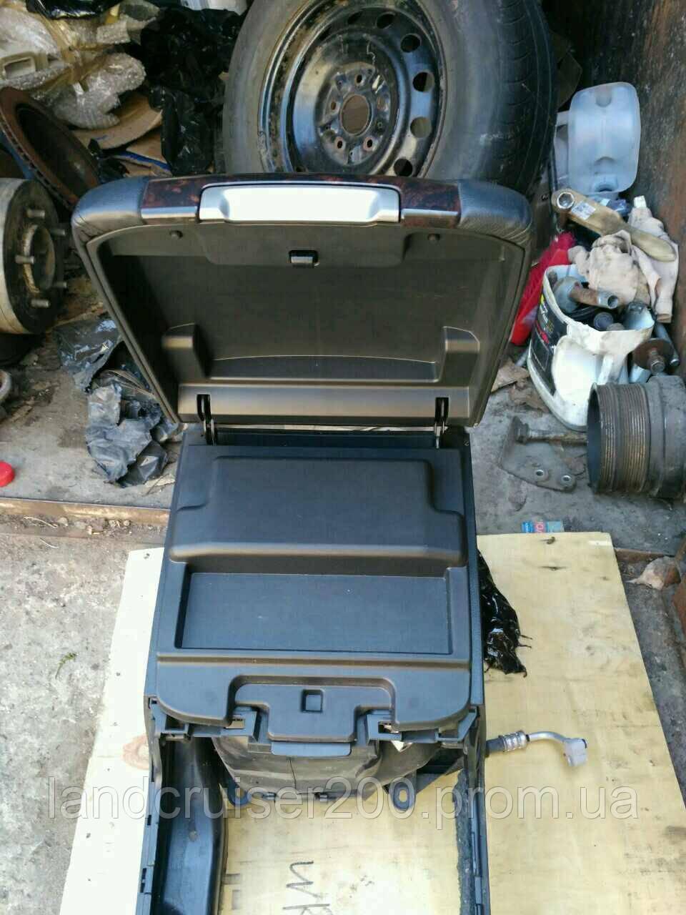 Центральная консоль с холодильником Toyota Land Cruiser 200
