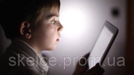 Чрезмерное использование смартфона может спровоцировать развитие сходящегося косоглазия у детей