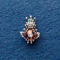 Брошь Царевна лягушка янтарный кристалл 3х2см темный серебристый металл
