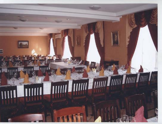 ресторан в гостинице и складные столы прямоугольные