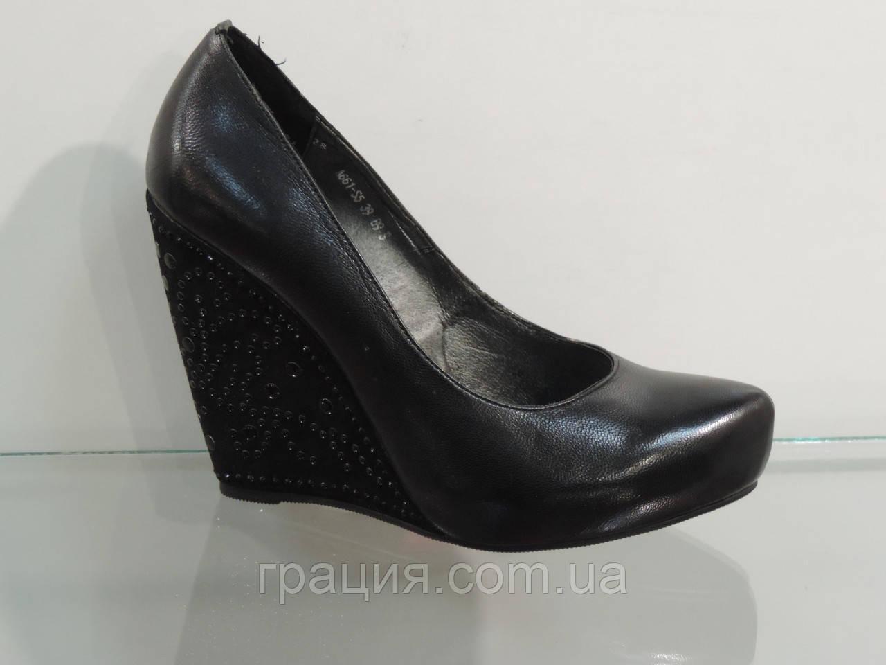 Туфли женские кожаные натуральные на танкетке