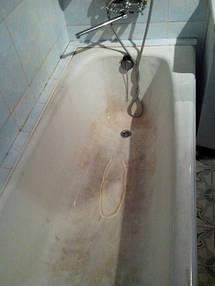 На фото ванна до реставрации