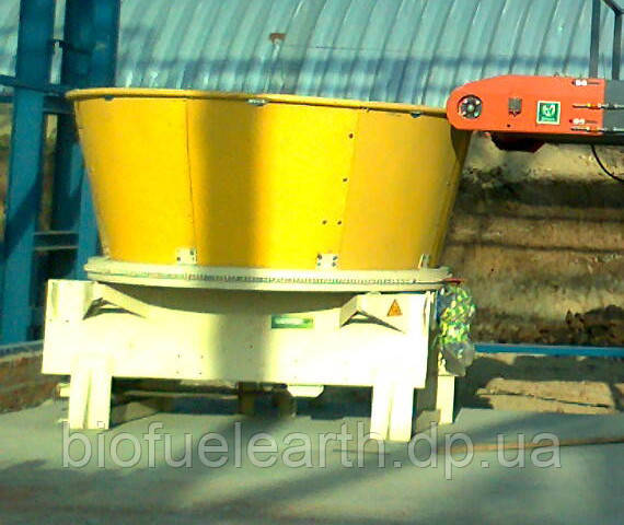 Измельчитель рулонной и тюкованной соломы  (в к-те с транспортером)