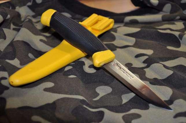 Туристический нож FROSTS zolty NZ-860-SS-01