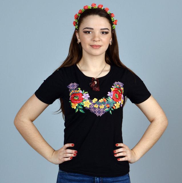 Черная футболка с вышивкой Лиана