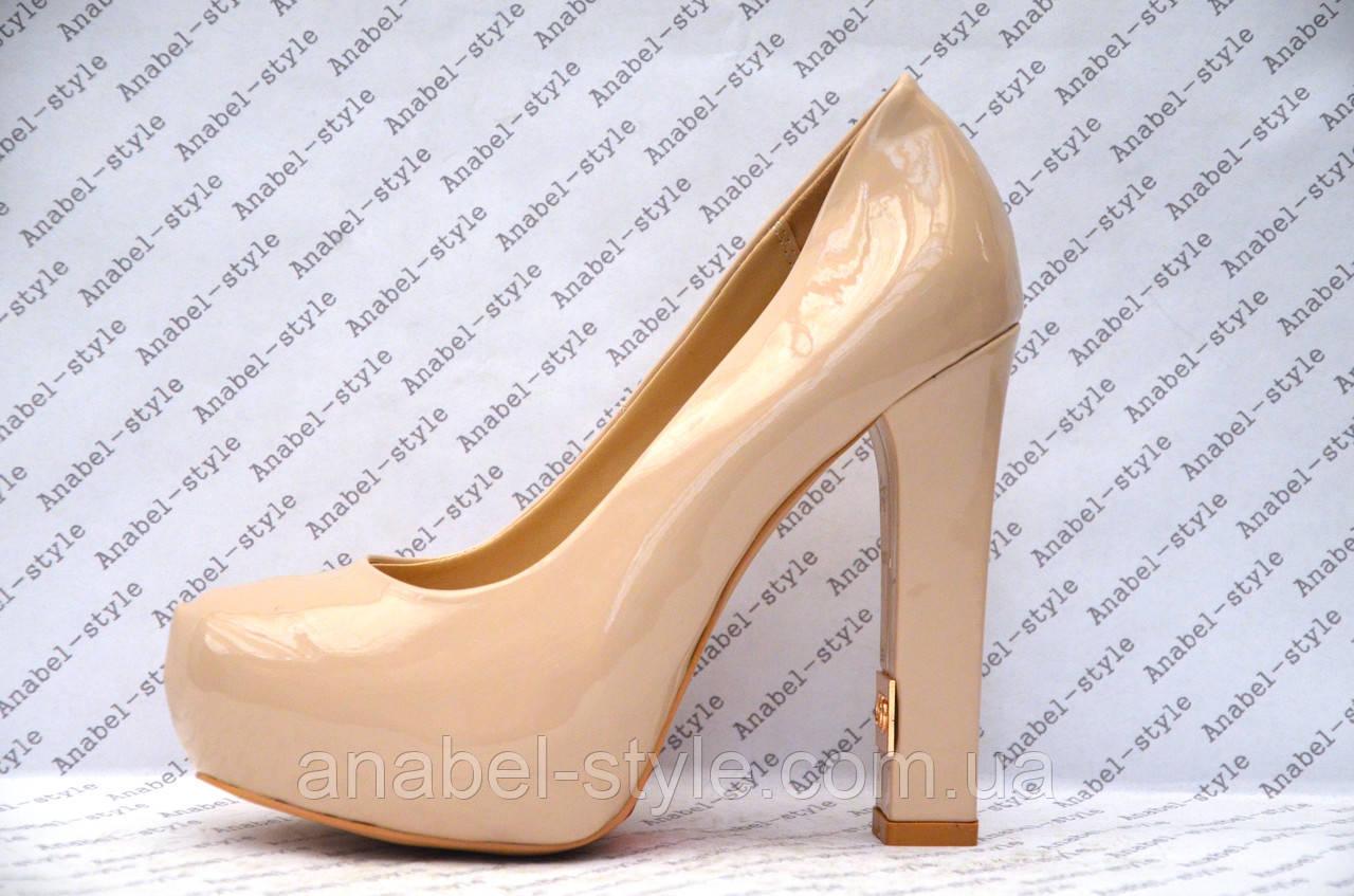 Туфли лаковые на толстом устойчивом каблуке цвета пудры