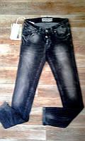 Модные черные джинсы с эффектом потертости. Италия
