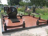 Гранитный двойной памятник с красной плиткой