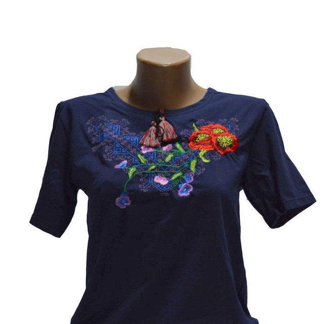 Синяя футболка Виолетта с вышивкой