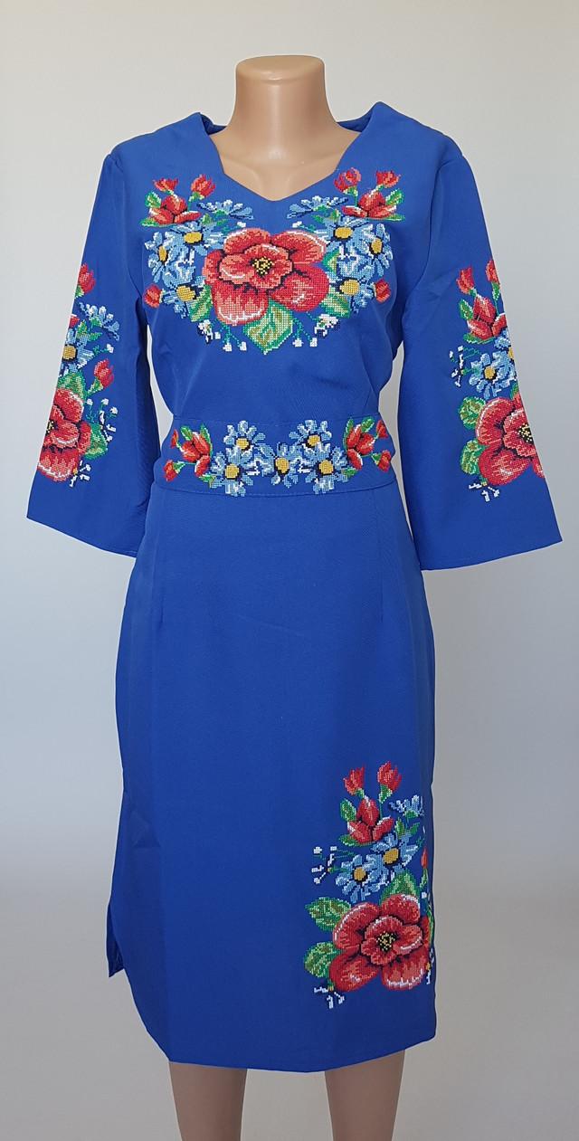 фотография женское вышитое платье синего цвета