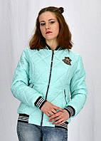 Стильная весенняя курточка в спортивном стиле
