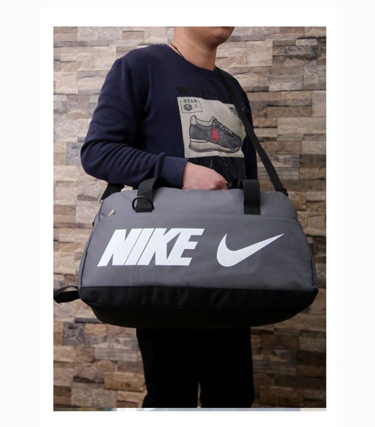 Спортивная сумка Nike серая с белым логотипом (реплика)