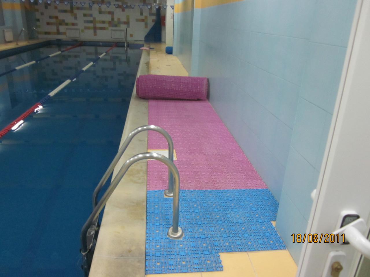 Модульное антискользящее покрытие для бассейнов, аквапарков и саун от производителя 2