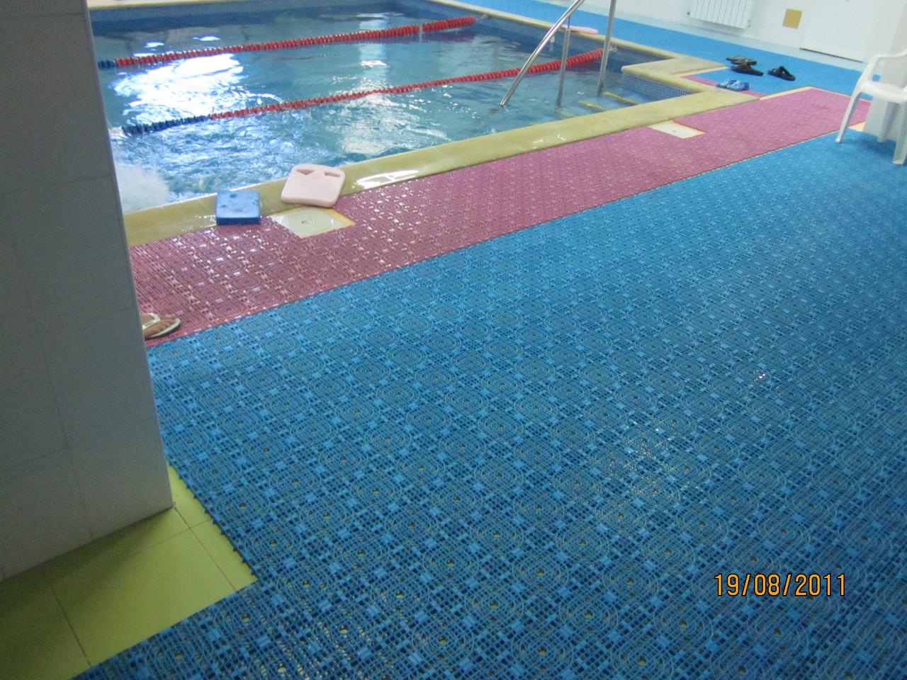 Модульное антискользящее покрытие для бассейнов, аквапарков и саун от производителя 3