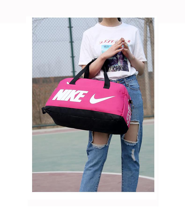 Спортивная сумка Nike розовая с белым логотипом (реплика)