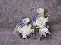 Свадебные бутоньерки для свидетелей (бутоньерка и цветочный браслет) бежево-сиреневые