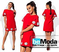 Коктейльное свободное платье с розами красное