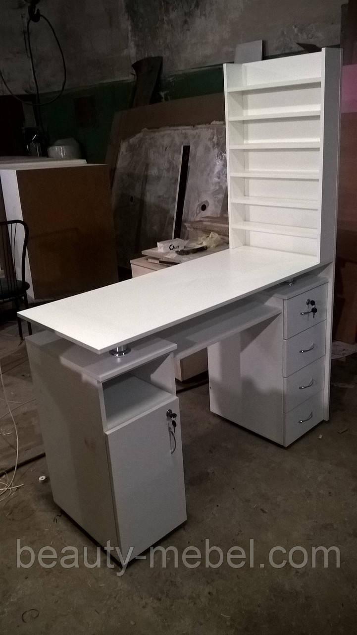 Профессиональный  маникюрный стол с полкой под лаки