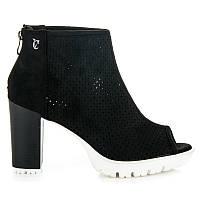 Женские модные ботинки черные с перфорацией на толстом каблуке