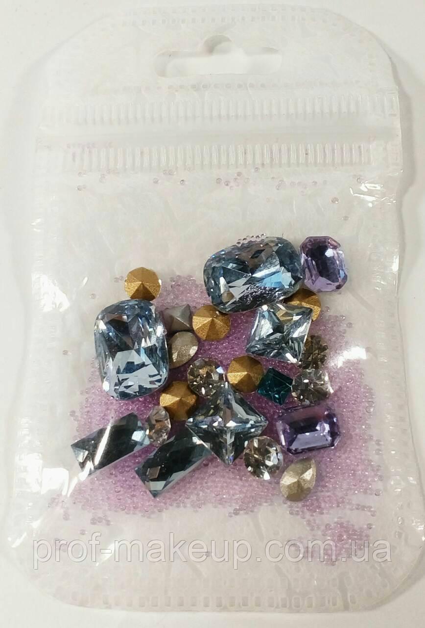 Набор камней для декора ногтей.