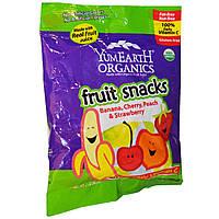 YumEarth, Фруктовые снэки, банан, вишня, персик и клубника, 12 пакетиков, 2 унций (56.7 г) каждый