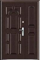 Двустворчатые входные двери ААА 724  на улицу