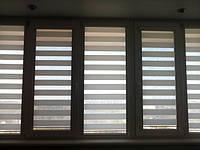 Делайт штапик (день ночь), закрытая система (кассетная) рулонных штор с плоскими направляющими. Ткань Сафари Белый ВН 01. Каталог тканей День ночь (Делайт)