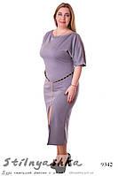 Платье с разрезом большого размера серое
