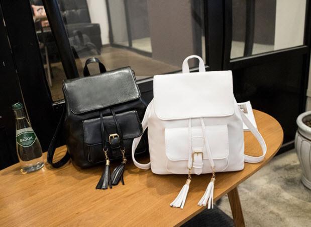 Нежный городской рюкзак с кисточками