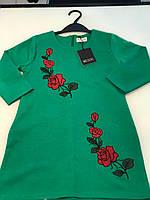 Зеленое платье из стретч -трикотажа с модной вышивкой