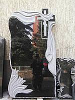 Гранитный памятник с резьбой крест , цветы и полотенце