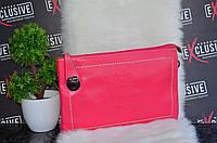 Стильный розовый клатч.