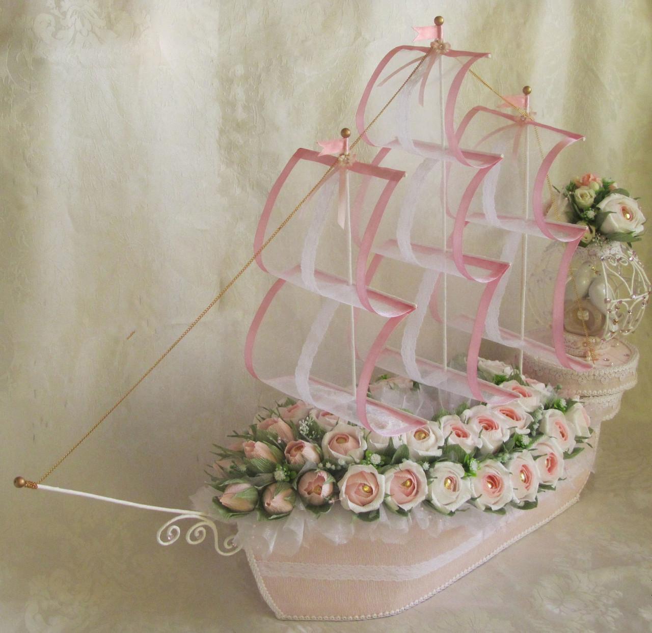"""Корабль из конфет Ферреро Роше """"Виктория"""""""