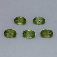 Перидот/хризолит овал 4х6 мм. 0,40 карат